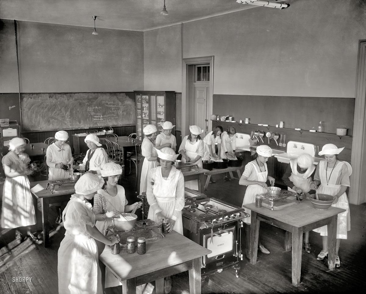 Jr. high school home economics class 1921