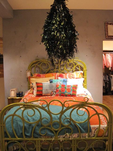 bed w tree