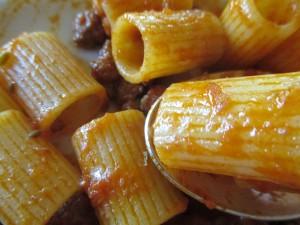 pasta in spoon cu